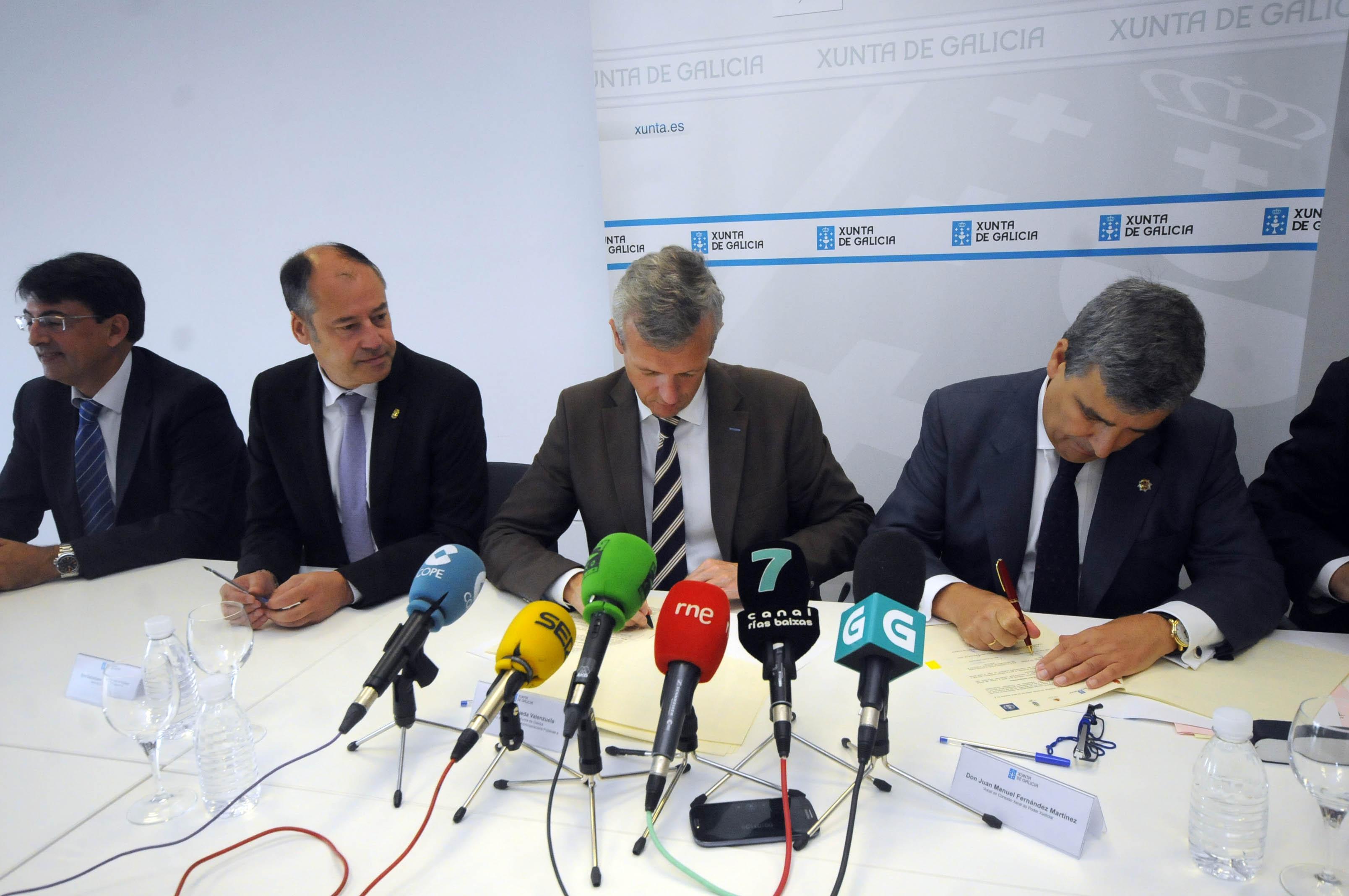 El vocal del CGPJ Juan Manuel Fernández firma en Pontevedra un convenio de mediación familiar (0)