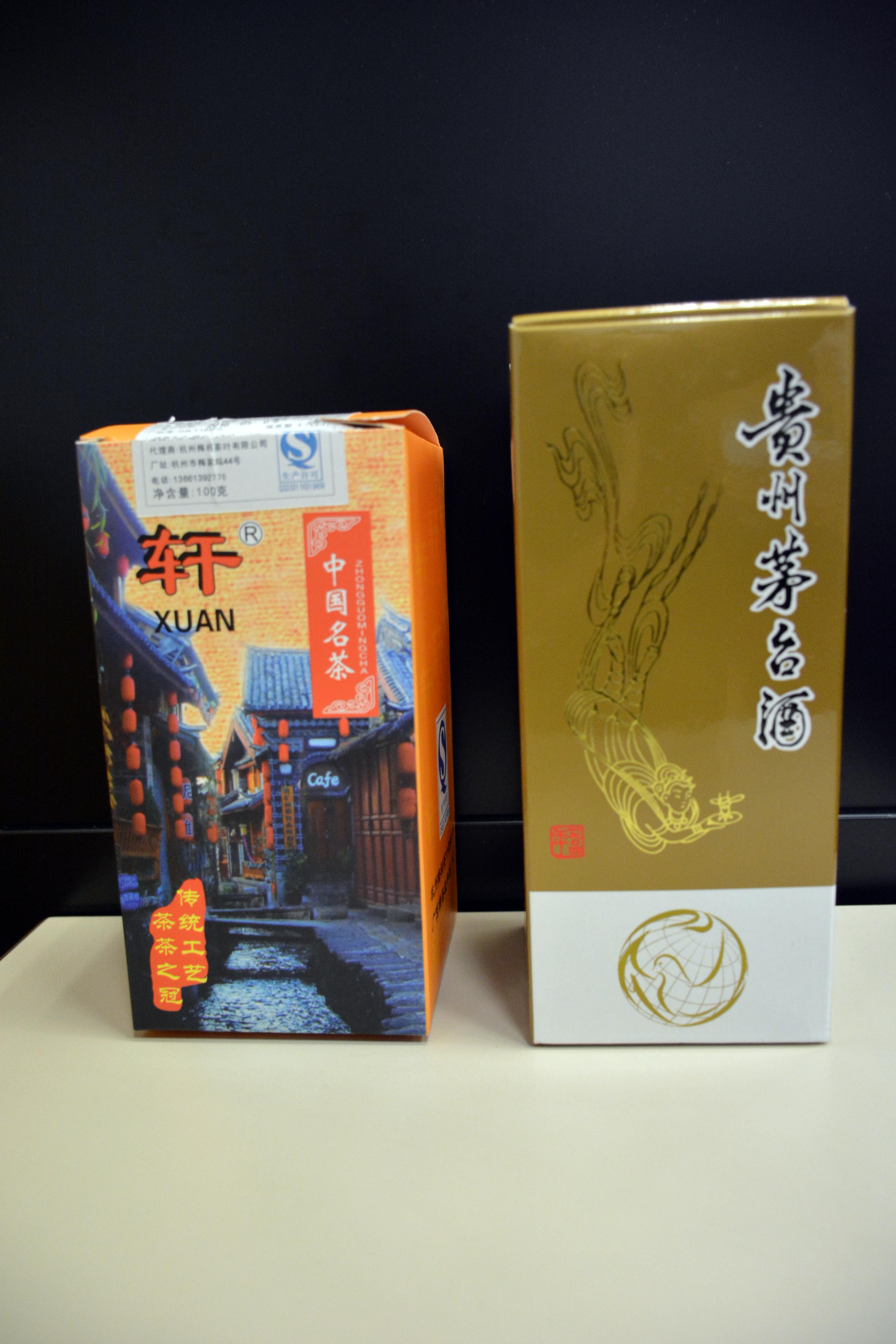 Licos y té regalados por China